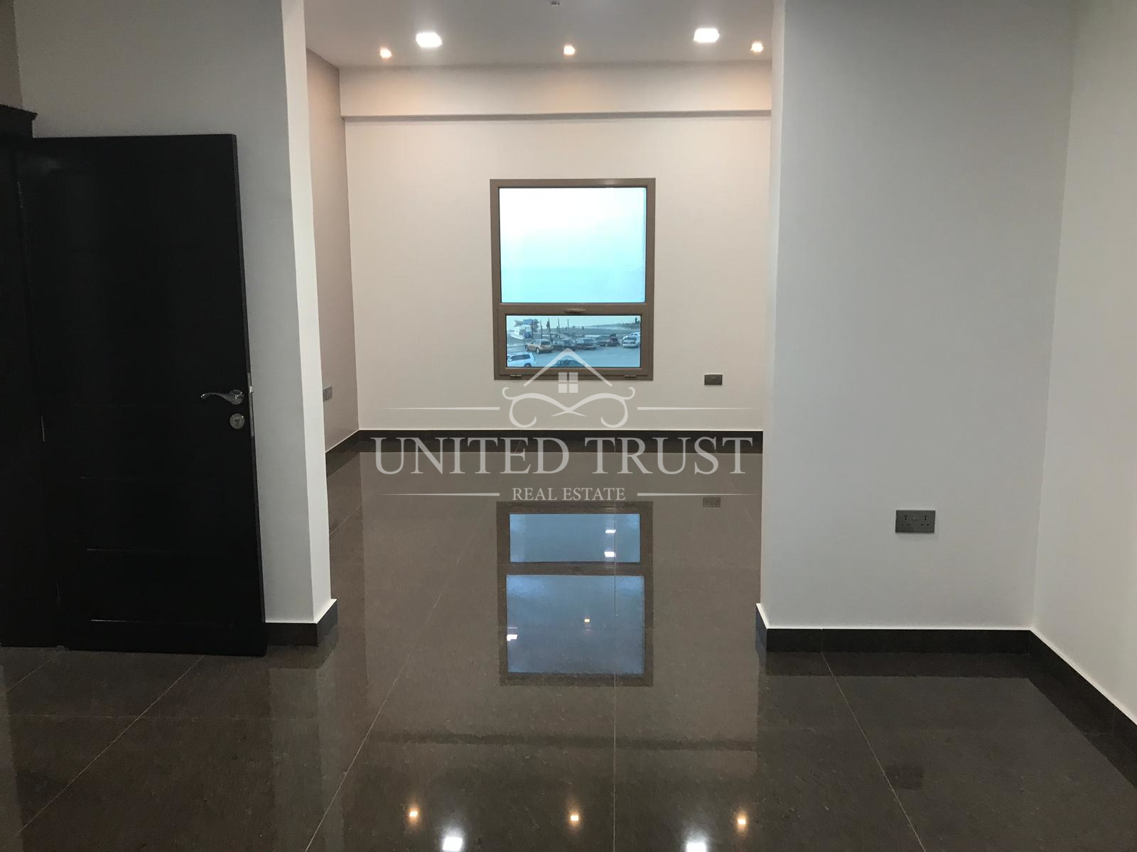 For Rent Office In Seef  Semi Furnished  4 Offices Ref: SEE-SB-061