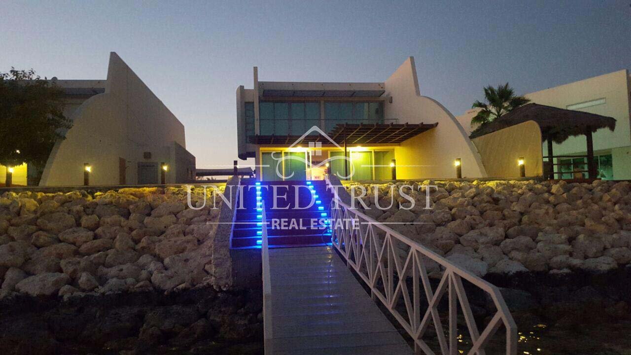 For sale villa in durrat Bahrain jetty/pool.very prime location Ref: DUR-AB-003